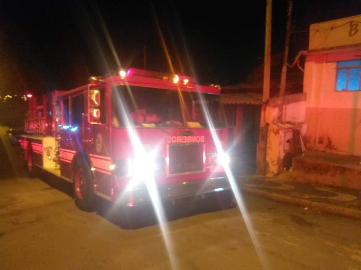 Cigarro causa incêndio em residência da Vila Jones
