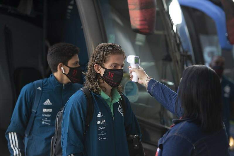 Flamengo revela que 6 jogadores estão com covid-19; Conmebol não adiará partida