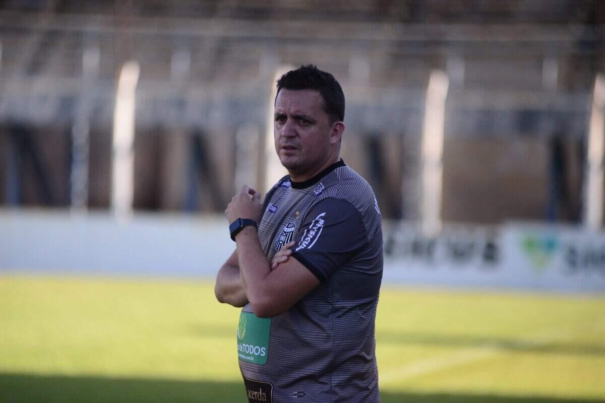 Angelo Foroni elogia entendimento dos atletas do União Barbarense