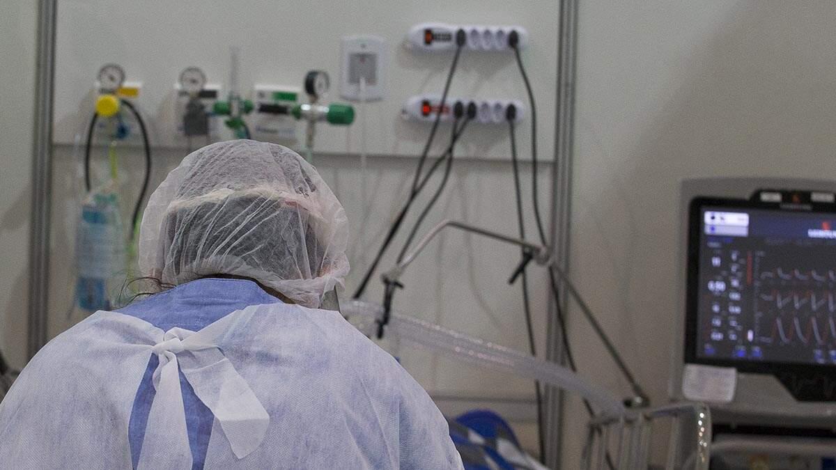 Brasil ultrapassa 220 mil mortes pela Covid-19; média segue acima de mil