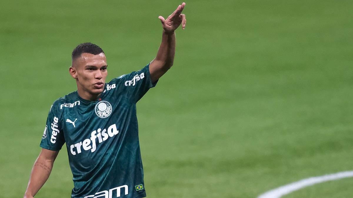 Com brilho de Gabriel Veron, Palmeiras goleia o Delfín e avança