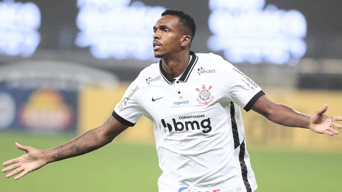 Corinthians vira sobre o Goiás e mantém vivo o sonho da Libertadores