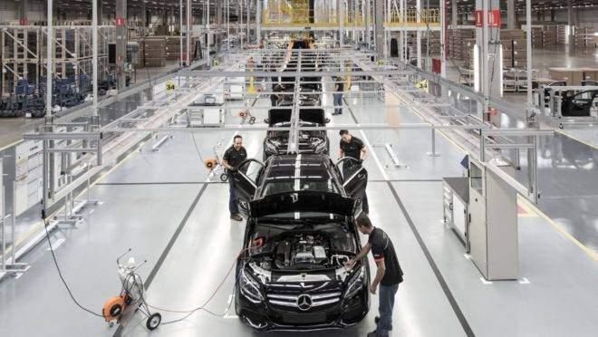 Mercedes-Benz encerra produção de carros na fábrica de Iracemápolis