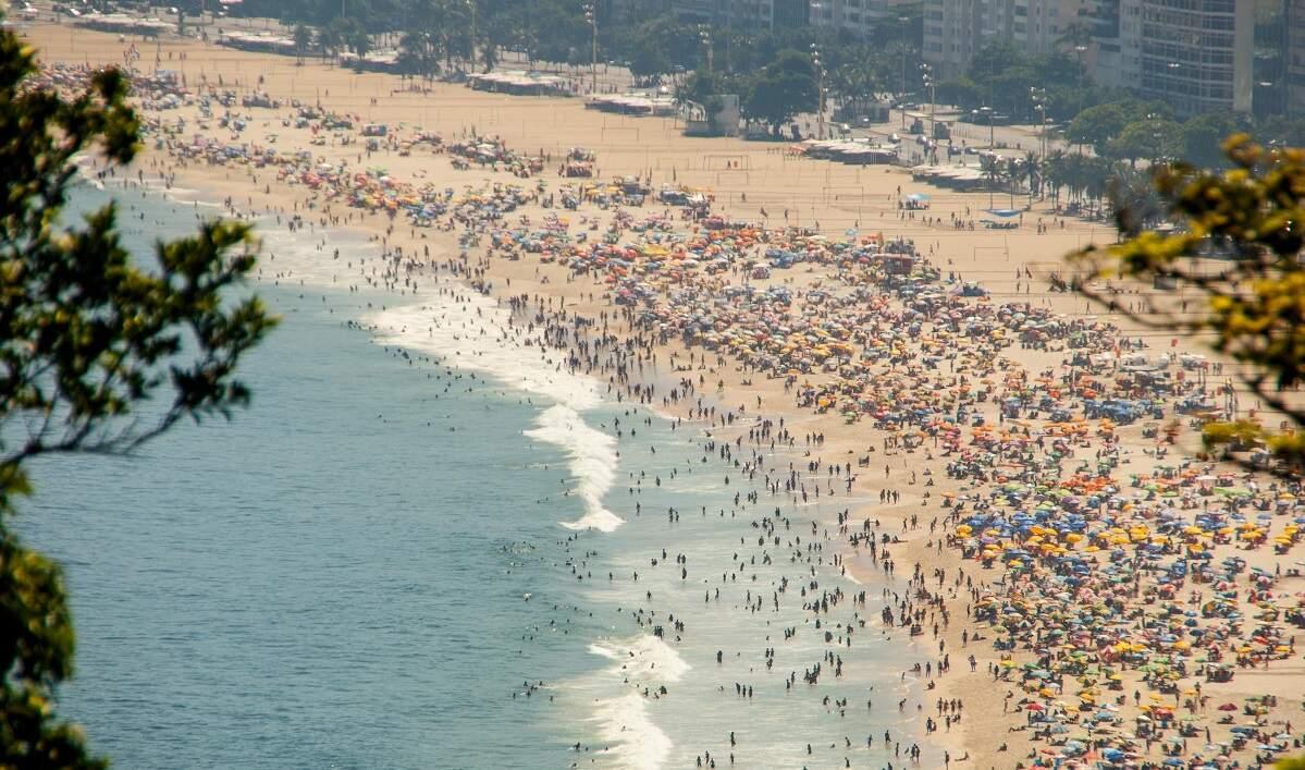 Praias enchem no fim de semana e Prefeitura do Rio reboca 539 veículos na orla