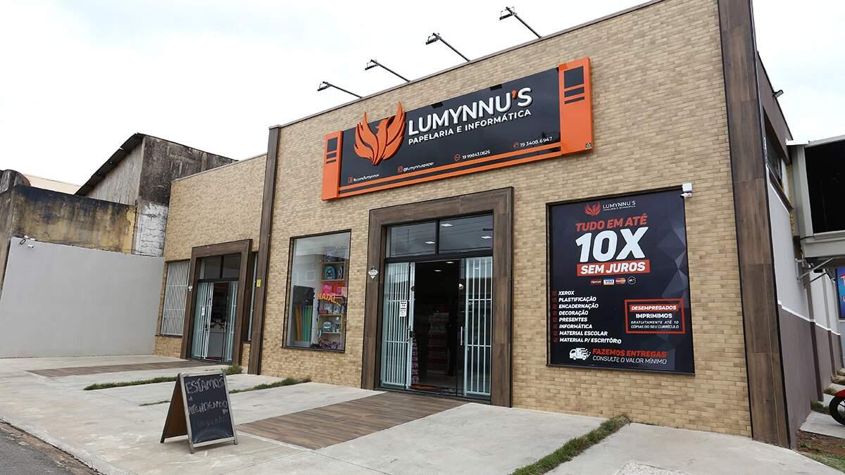 Evento de inauguração da Lumynnu's Papelaria e Informática