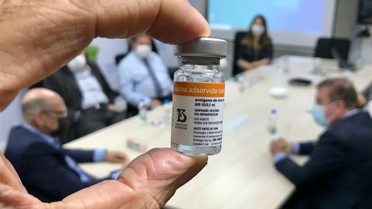 Butantan revisa estimativa e reduz número de doses da Coronavac em 700 mil