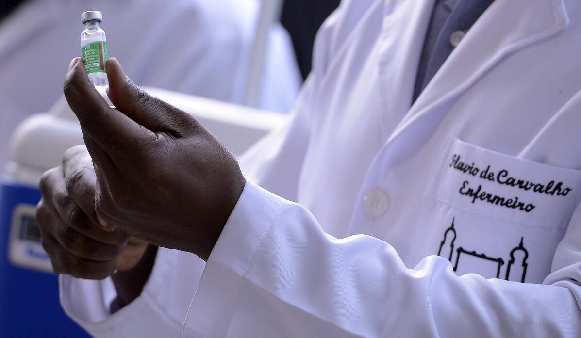 RJ confirma aplicação imediata de todo lote da vacina da AstraZeneca na 1ª dose
