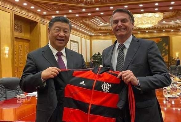 Bolsonaro anuncia liberação de 5.400 litros de insumos para produção da Coronavac
