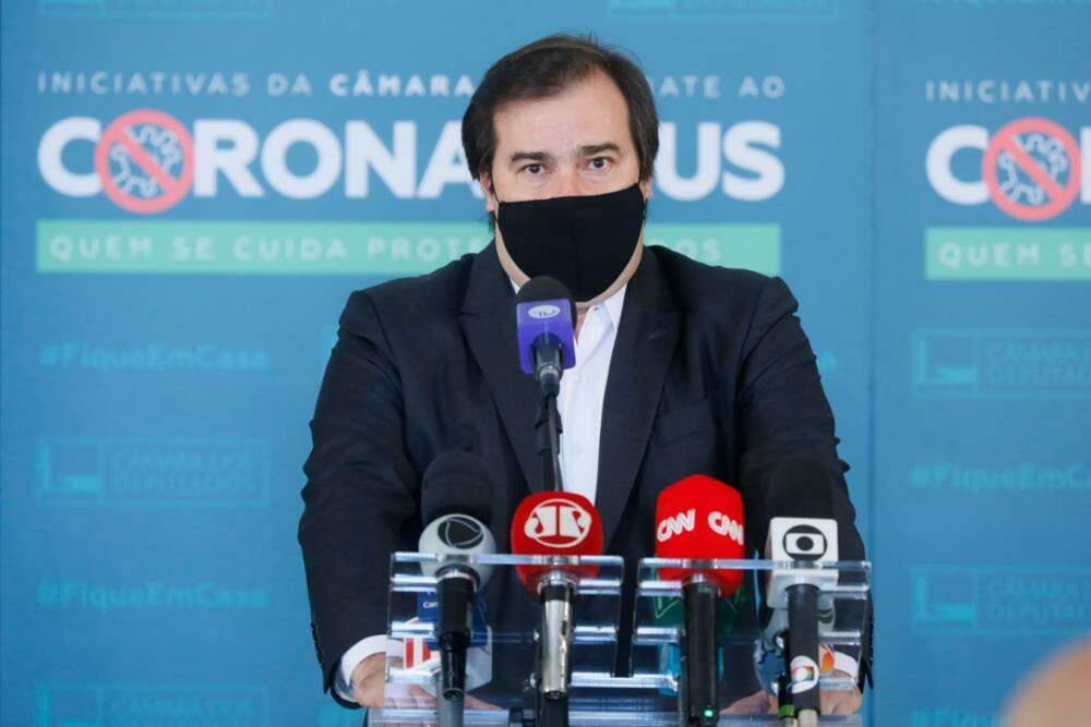 Maia acusa Pazuello de crime e diz que populismo de Bolsonaro é