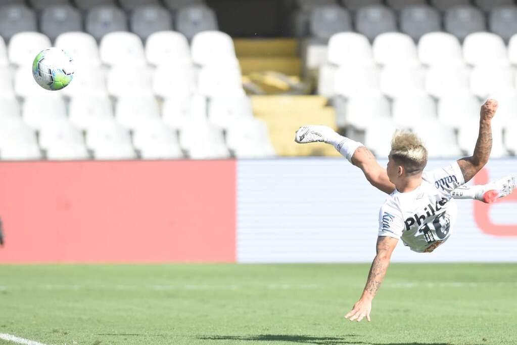 Santos mantém embalo e ganha apertado do lanterna Botafogo