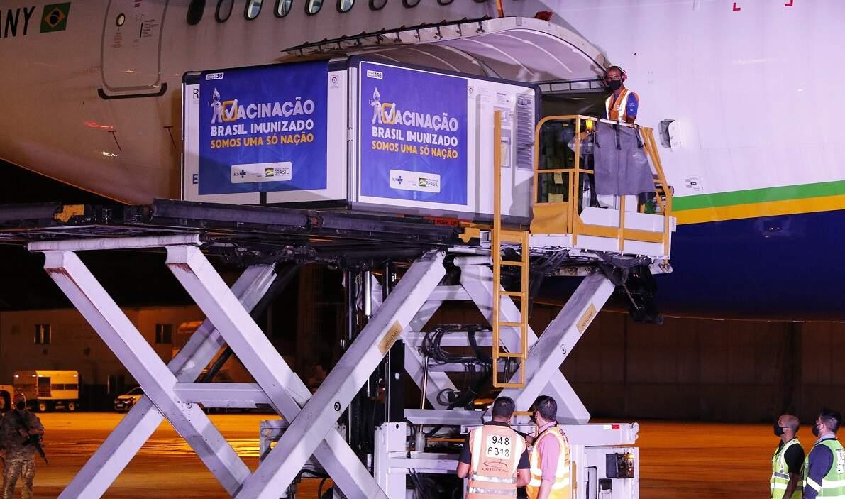 Fiocruz diz que negocia importação de um novo lote de vacinas pronta