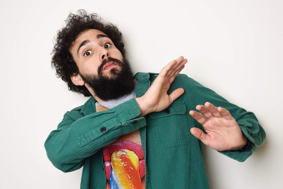 Murilo Couto apresenta comédia stand-up no Teatro Paulo Autran nesta sexta