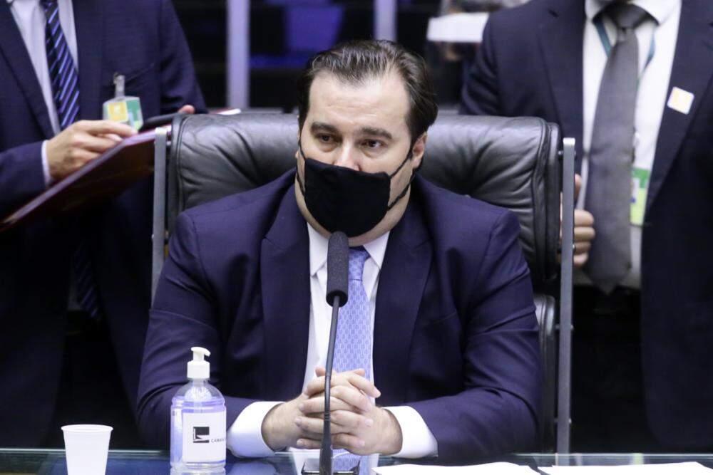 'Orçamento está falido e não deveria ser sancionado', diz Rodrigo Maia