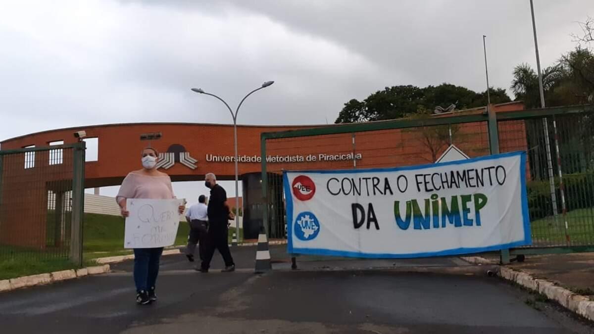 Protesto mobiliza alunos da Unimep em Piracicaba