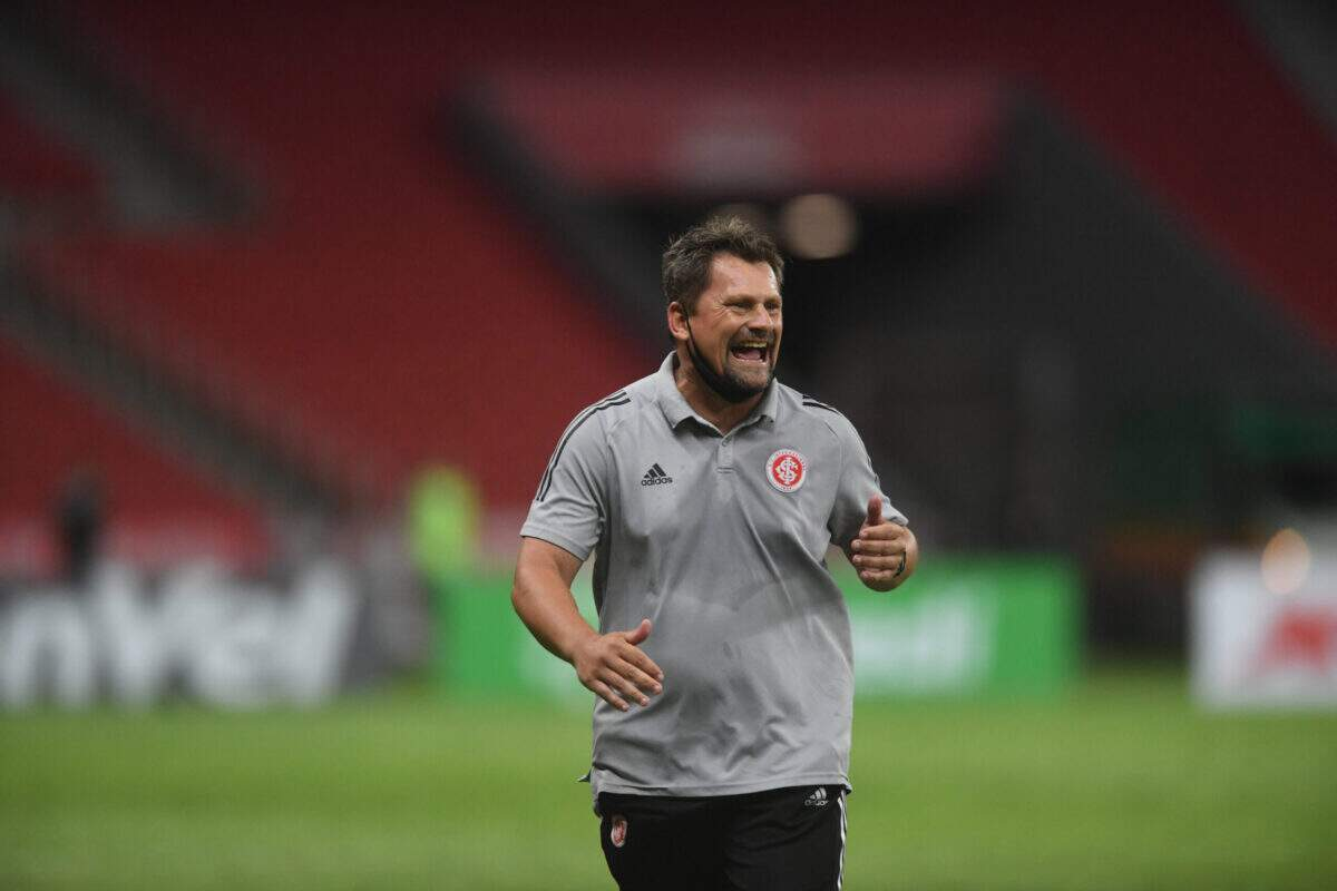 Barbarense estreia com vitória no comando do time principal do Inter