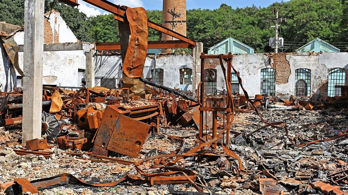 Remoção dos escombros de incêndio em Carioba custará R$ 170 mil