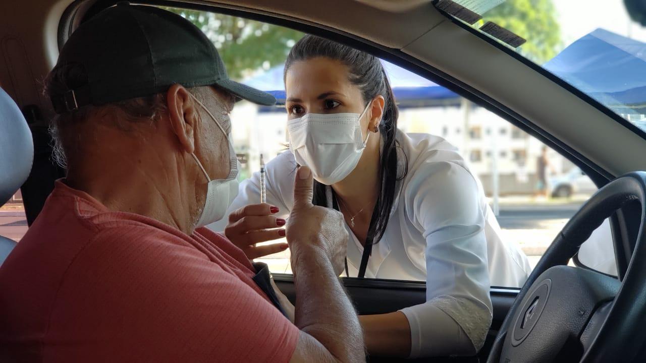 Americana anuncia vacinação de novos grupos contra a Covid-19