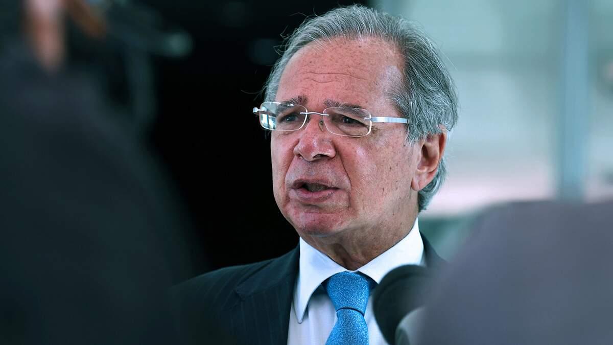Não tinha como preço do gás cair 40% se marco só foi aprovado agora, diz Guedes