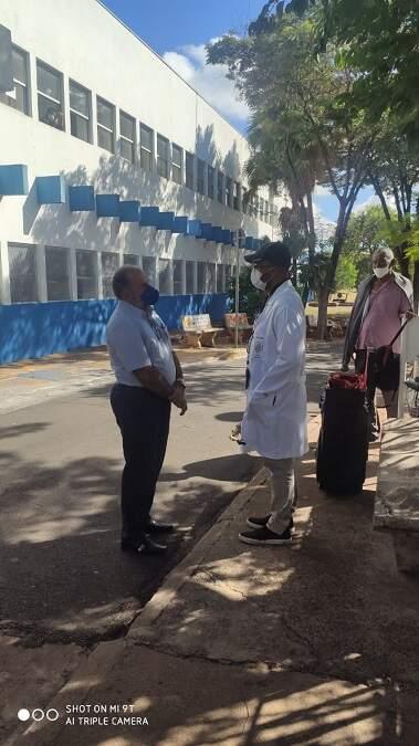 Saxofonista Hilquias Alves emociona pacientes e funcionários no HM