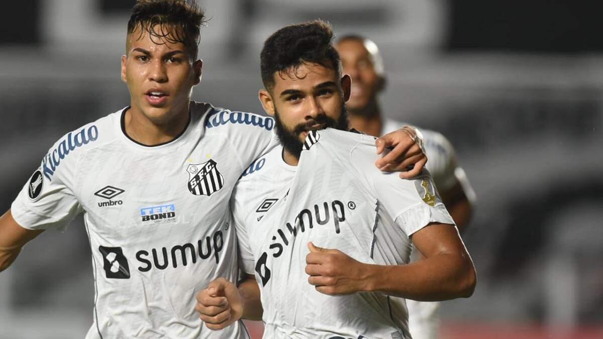 Fernando Diniz é expulso na estreia, mas Santos vence o Boca Juniors e respira