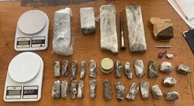 Polícia encontra quatro tijolos de maconha e prende três pessoas em Sumaré