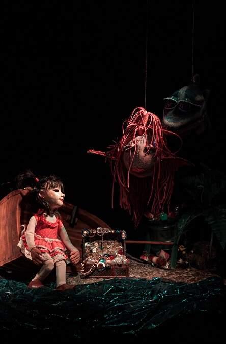 Teatro de bonecos fala sobre acúmulo de lixo nos oceanos