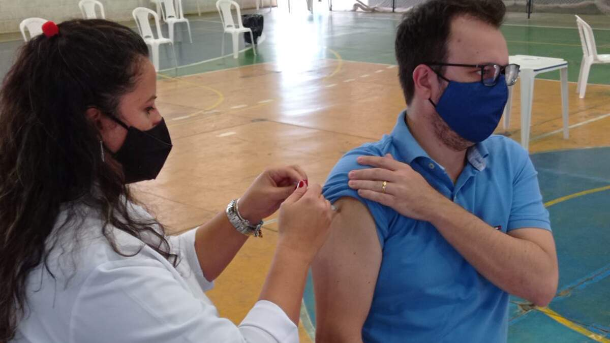 Prefeito de Sumaré, Luiz Dalben é vacinado contra a Covid-19