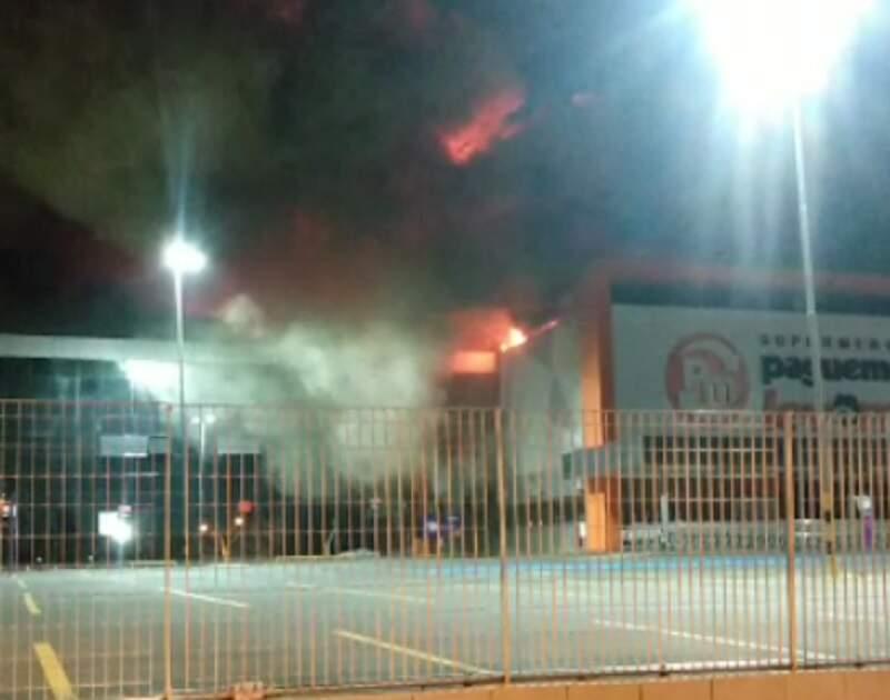 Incêndio destrói unidade do Pague Menos em Paulínia