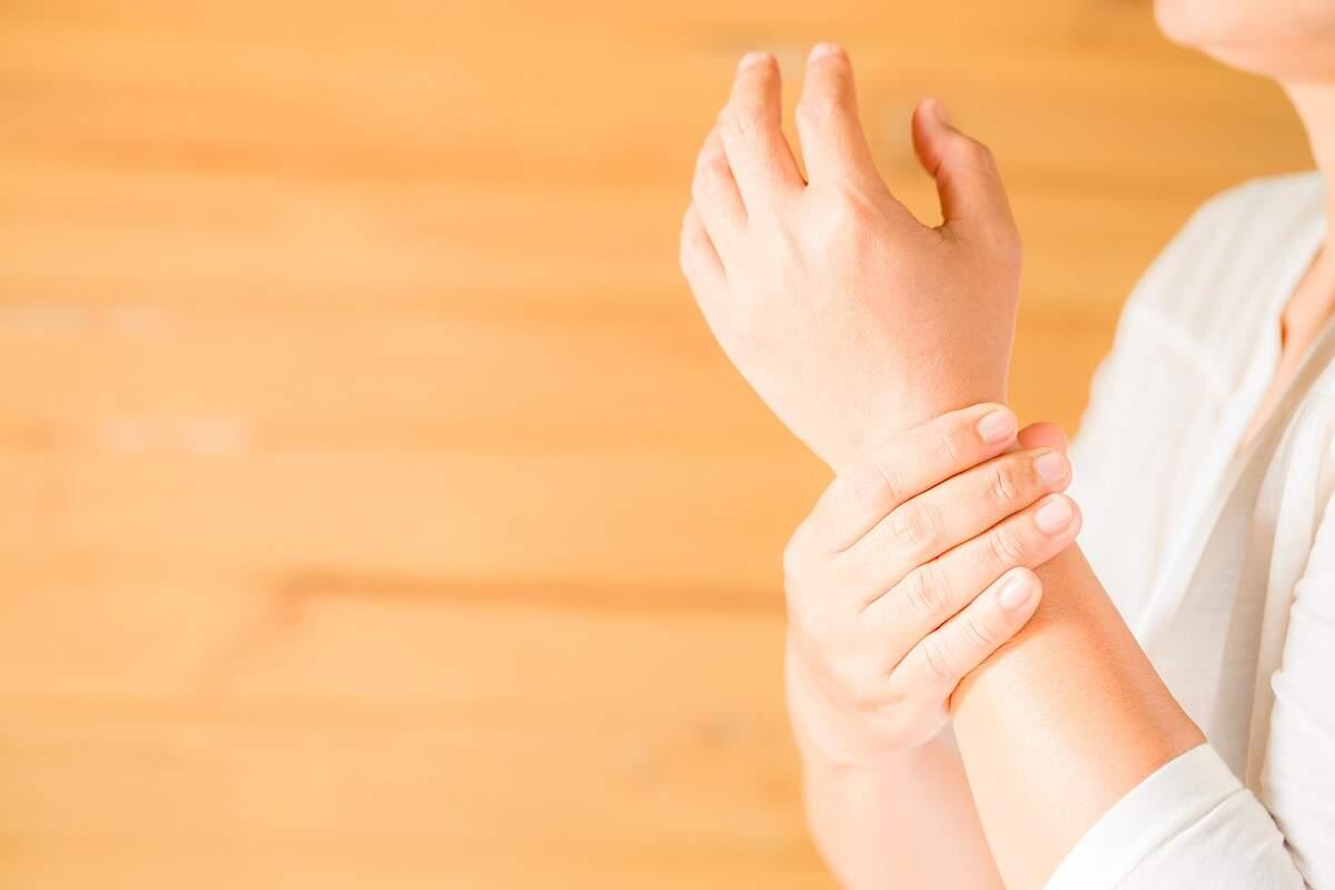 Especialistas apontam formas de aliviar o aumento das dores no frio