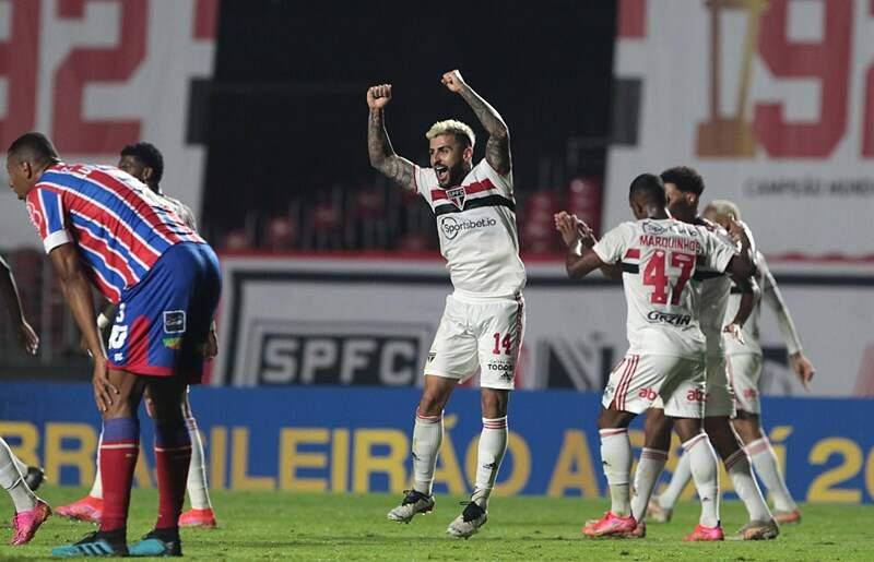 Com gol nos acréscimos, São Paulo vence a segunda seguida no Brasileirão