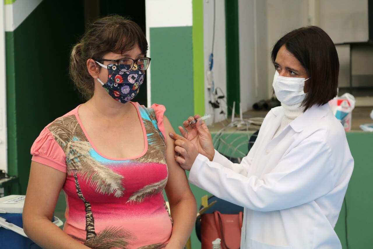 Governo de SP pede que municípios sigam calendário estadual de vacinação