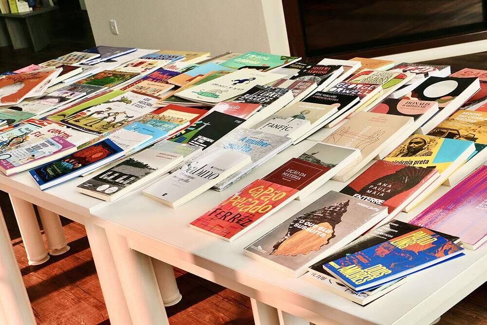 Biblioteca de Santa Bárbara recebe 100 novos livros