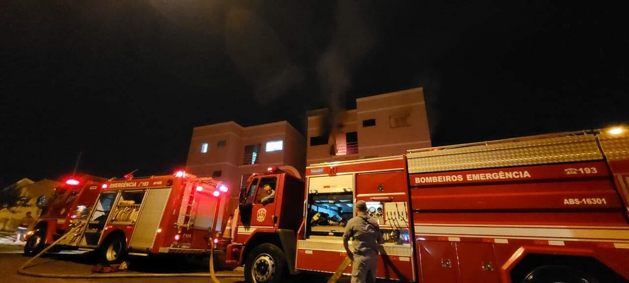 Homem é preso após atear fogo em apartamento, no Chácara Machadinho II