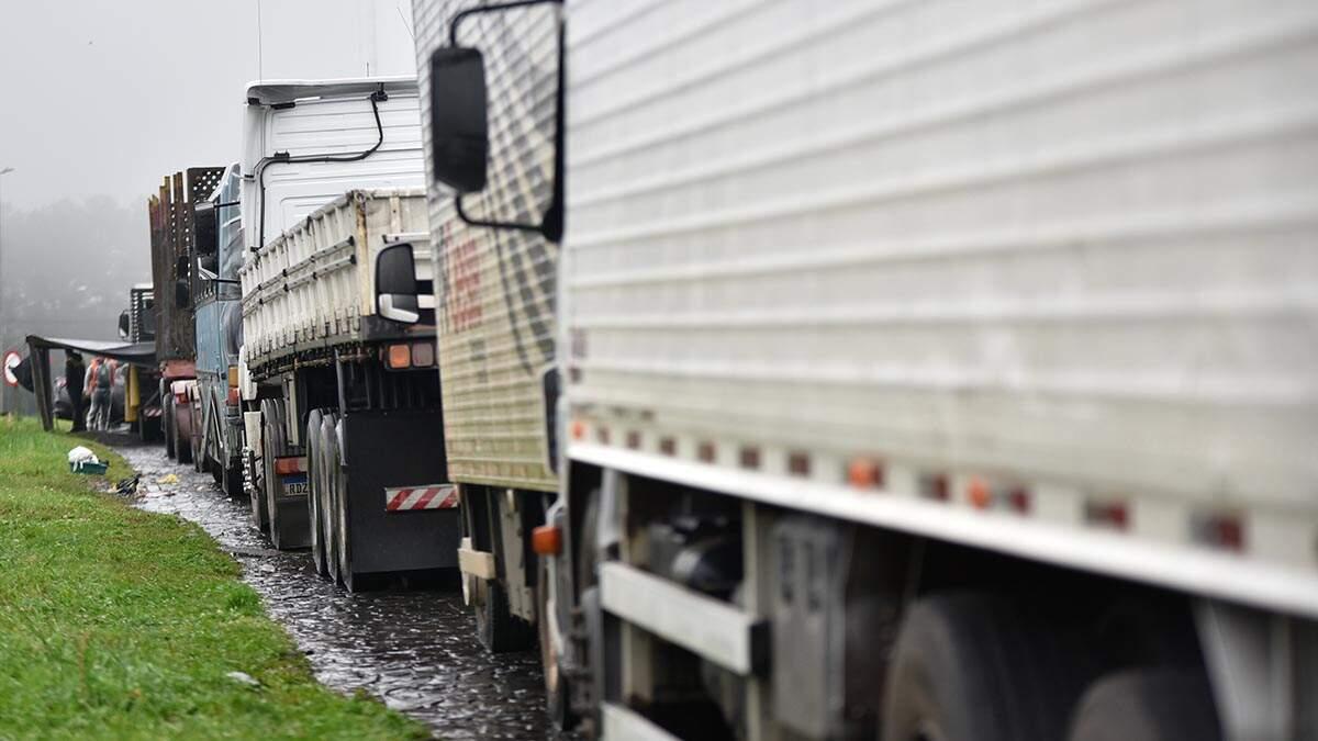 Caminhoneiros bloqueiam rodovias em Limeira e Piracicaba em apoio a Bolsonaro