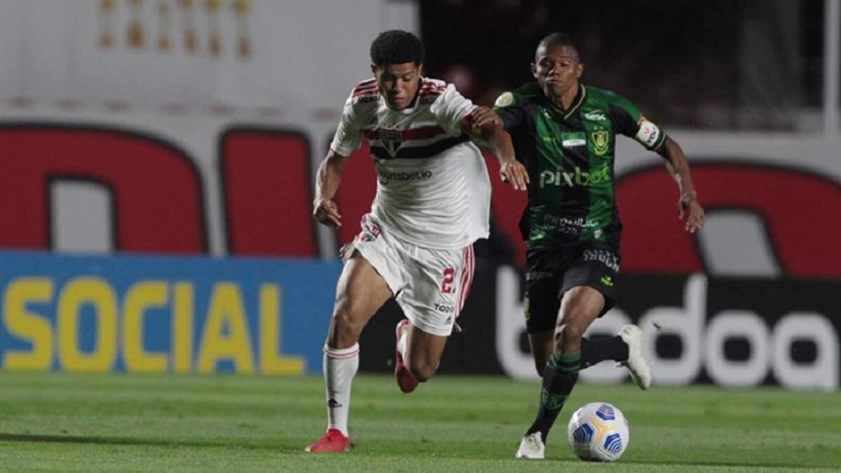São Paulo para no América-MG e perde chance de se afastar do perigo