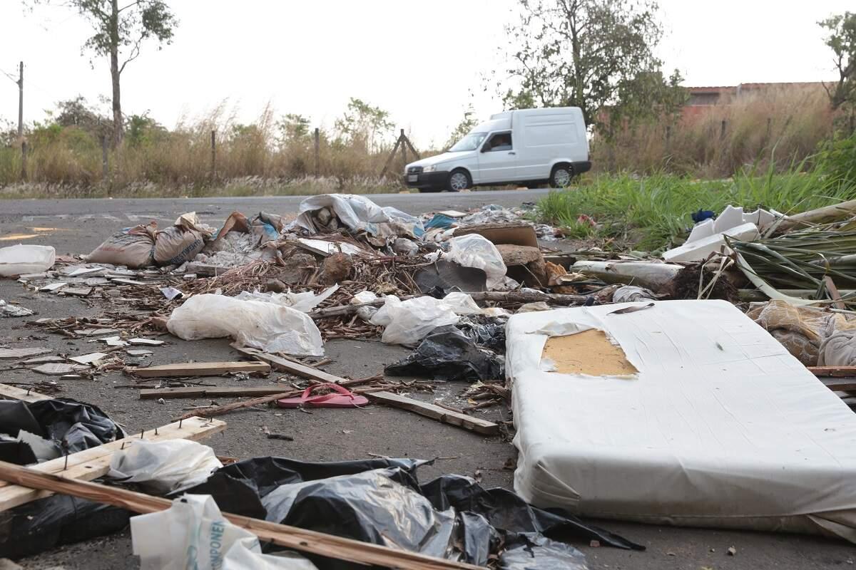Área de preservação ambiental vira alvo de descarte irregular