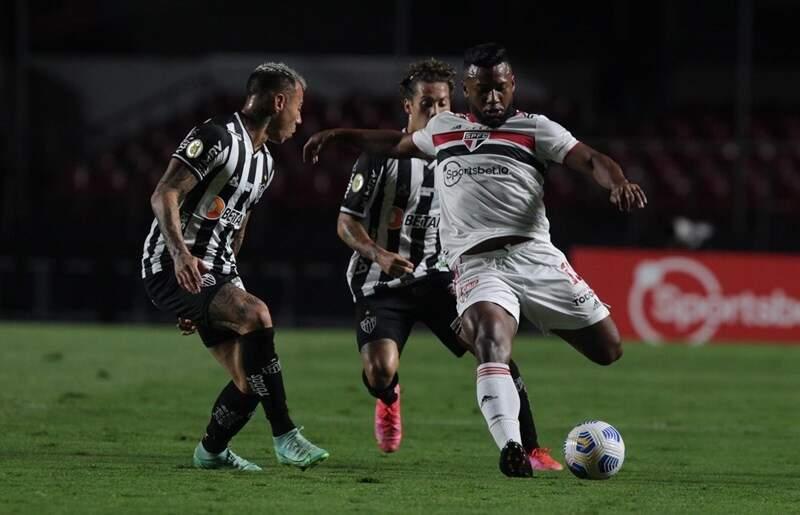 São Paulo empata com o Atlético-MG e perde chance de aumentar distância da degola