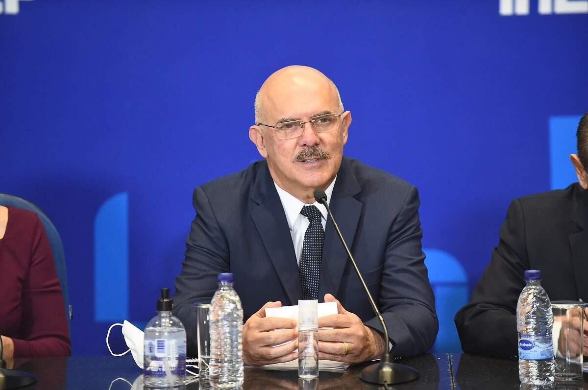 'Joguei R$ 300 milhões na lata do lixo', diz ministro sobre ausentes do Enem