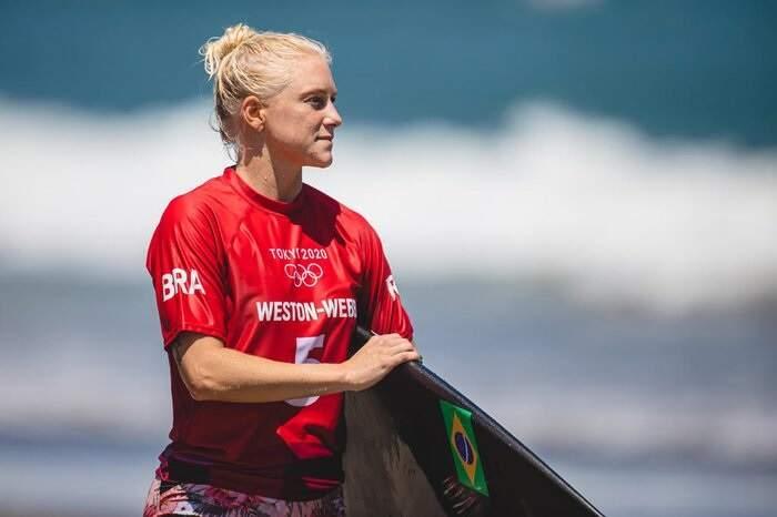 Tatiana Weston-Webb perde para Carissa Moore e é vice-campeã mundial de surfe