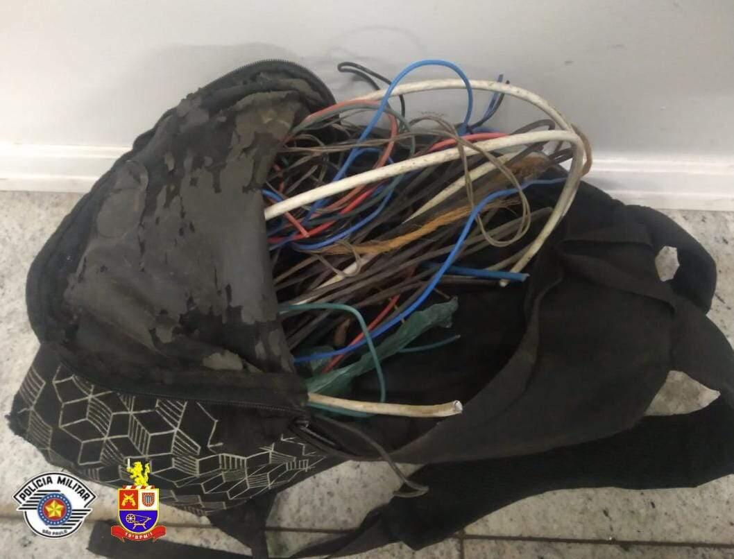 Homem é preso por furto de fios no Jardim São Pedro, em Americana