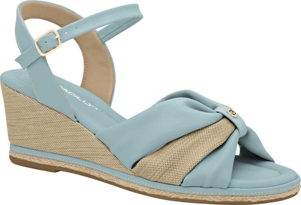 Calçados na tonalidade azul sky garantem leveza aos pés