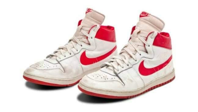 Tênis raro de Michael Jordan é vendido por R$ 8,2 milhões em leilão nos EUA
