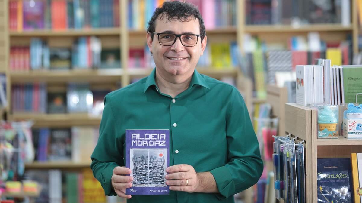 Jornalista Amauri de Souza lança novo livro: 'Aldeia Mordaz'