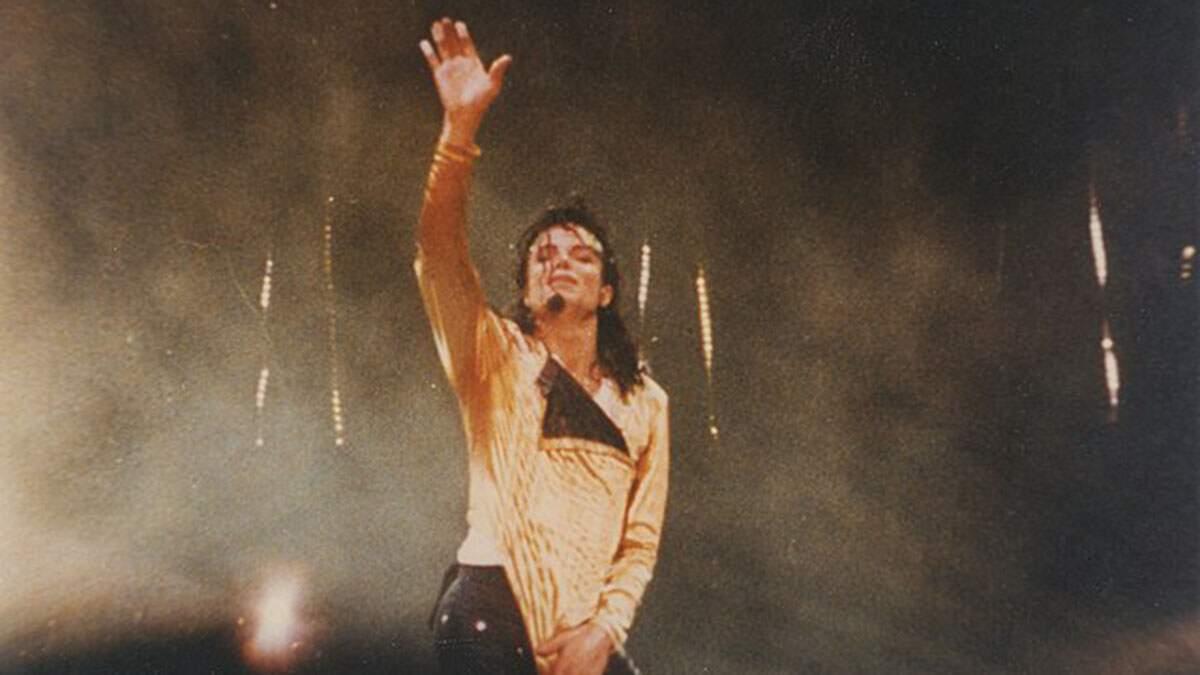 Formulário preenchido por Michael Jackson será vendido por mais de R$ 400 mil