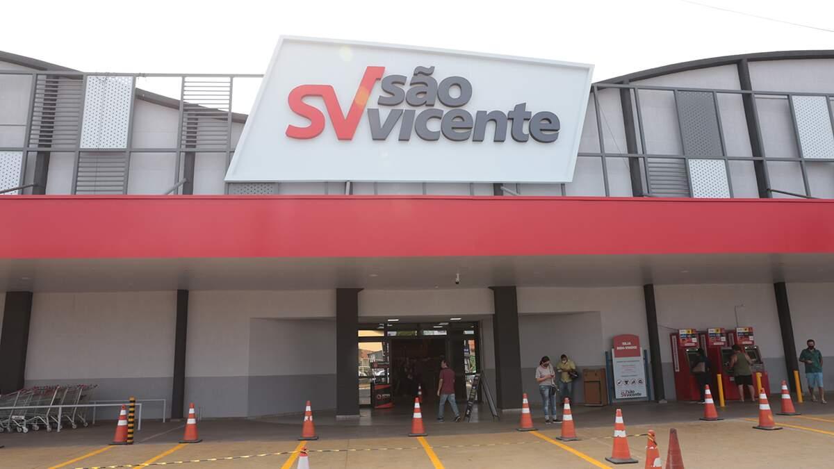 Com novo layout, São Vicente reinaugura loja da Avenida Cillos